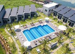 濟州聖誕度假酒店 - Gujwa-eup - 游泳池