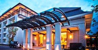 Harris Hotel & Conventions Malang - Malang