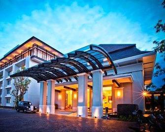 Harris Hotel & Conventions Malang - Malang - Building