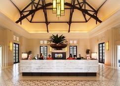 Harris Hotel & Conventions Malang - Malang - Front desk