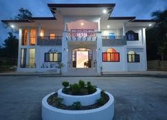 White Summerville Tourist Inn - Busuanga - Byggnad