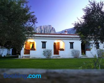 Agriturismo Guthiddai - Oliena - Building
