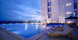 Aston Pluit Hotel & Residence - ג'קרטה - בריכה