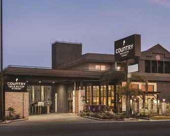 Country Inn & Suites by Radisson Bakersfield, CA - Bakersfield - Building