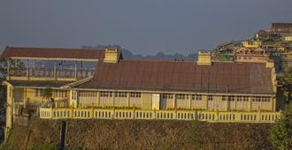 OYO 22623 Merry Resorts - Darjeeling - Vista del exterior