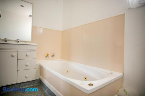 Bennetts Thermal Pools Motor Inn - Tauranga - Phòng tắm
