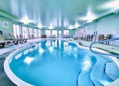 Holiday Inn Express Hotel & Suites Airport Dieppe, An IHG Hotel - Dieppe - Πισίνα