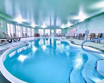 Holiday Inn Express Hotel & Suites Airport Dieppe, An IHG Hotel - Dieppe - Bazén