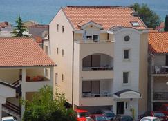 Apartments Juric - Baška Voda - Edificio