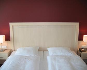Acara das Penthouse Hotel - Oldenburg - Bedroom