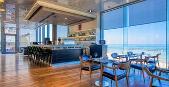 Crowne Plaza Tel Aviv Beach - Tel Aviv - Bar