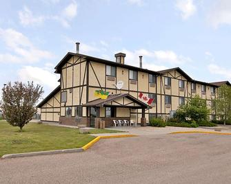 Super 8 by Wyndham Regina - Regina - Building