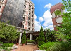 F Hotel Sanyi - Sanyi - Edificio
