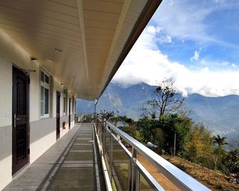 Alishan Shanyunhua B&B Homestay - Meishan Township - Balcony