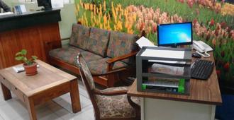Hotel El Maragato - San José - Front desk