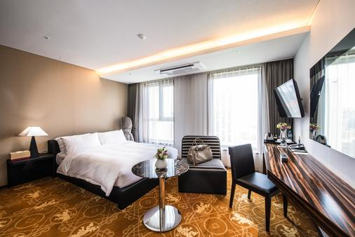 Hotel Leo - Jeju City - Makuuhuone