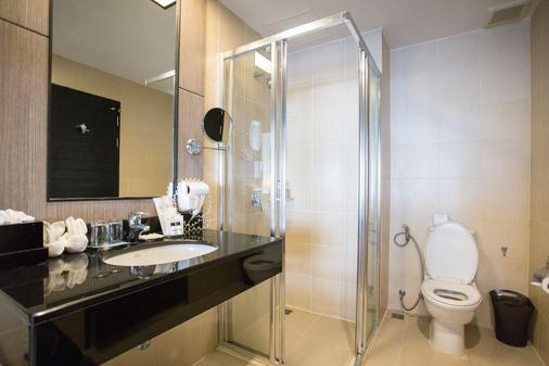 Deevana Plaza Phuket - Patong - Bathroom