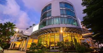Deevana Plaza Phuket - Bãi biển Patong - Toà nhà