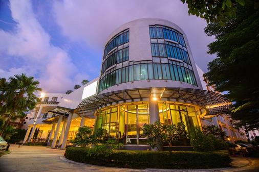 Deevana Plaza Phuket - Patong - Building