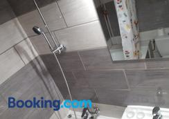 Hotel Confort - Μπεζιέ - Μπάνιο
