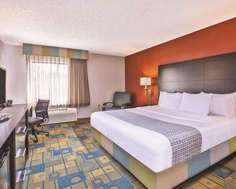 La Quinta Inn by Wyndham Toledo Perrysburg - Perrysburg - Bedroom
