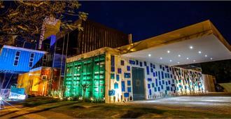 Tetris Container Hostel - פוז דו איגוואסו - בניין
