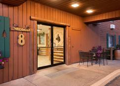 Super 8 by Wyndham Jackson Hole - Джексон - Building