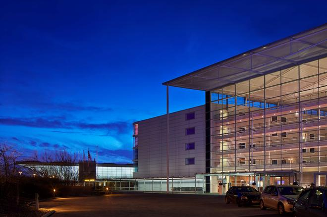 Radisson Blu Hotel London Stansted Airport - Stansted (Essex) - Building