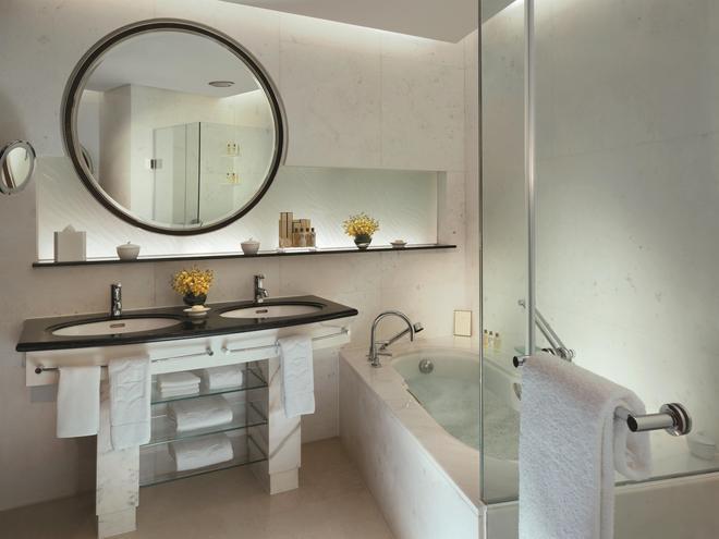 Pudong Shangri-La East Shanghai - Shanghai - Bathroom