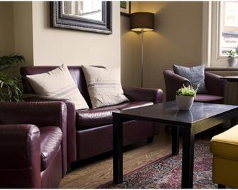 OYO White Horse Hotel - Pulborough - Вітальня