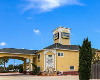 Scottish Inn & Suites Baytown - Baytown - Building