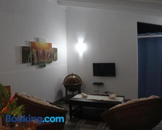 Stephna Residence - Anse Boileau - Living room