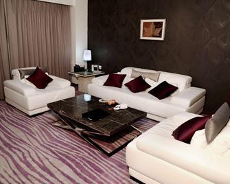 Country Inn & Suites by Radisson, Navi Mumbai - Navi Mumbai - Living room