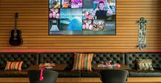 Moxy Frankfurt Airport - Frankfurt - Lounge