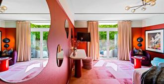 The Central Private Hotel by Naumi Hotels - Queenstown - Bedroom