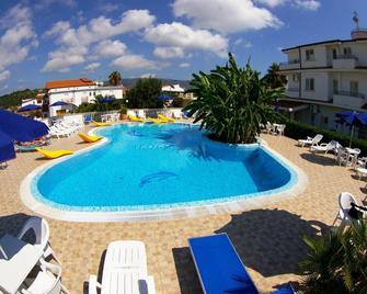 Hotel Eolo Capo Vaticano - Ricadi - Pool