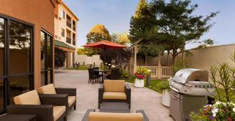 Courtyard by Marriott Peoria - Peoria - Patio