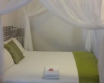 Moringa Hotel - Toliara - Bedroom