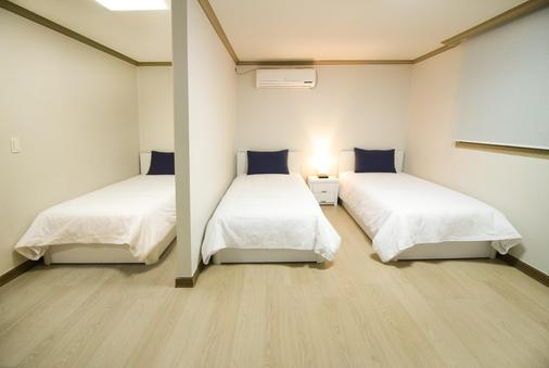 iam Residence and Guesthouse - Busan - Bedroom