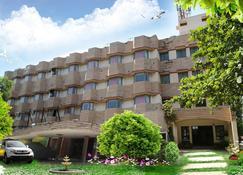 Iroomz Hotel Pawan - Bellary - Building