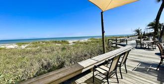 Surf Studio Beach Resort - Cocoa Beach - Patio