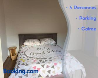 L'Eden Carolo - Charleroi - Schlafzimmer
