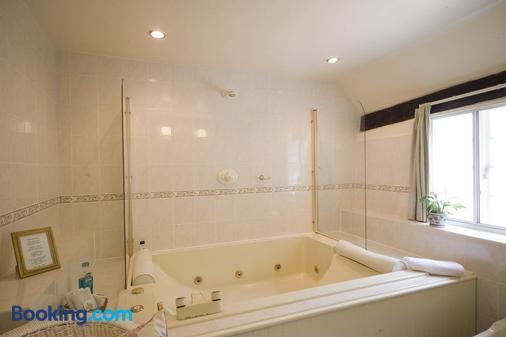 Park Cottage - Warwick - Bathroom