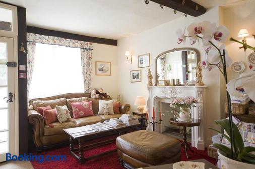 Park Cottage - Warwick - Living room