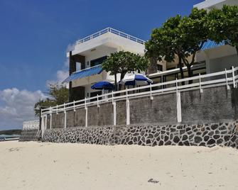 Blue Beryl Guest House - Blue bay - Building