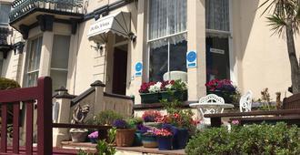 Bella Vista Hotel - Weston-super-Mare - Outdoors view