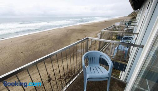 Sandcastle Beachfront Motel - Lincoln City - Balcony