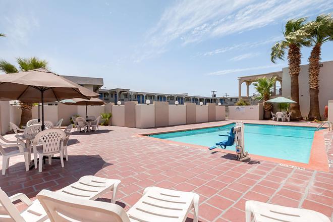 Motel 6 El Paso Airport Fort Bliss - El Paso - Pool