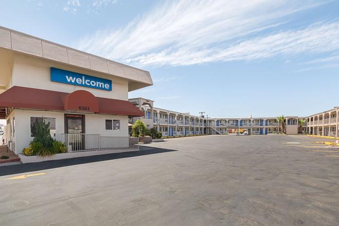 Motel 6 El Paso Airport Fort Bliss - El Paso - Building