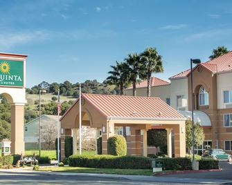 La Quinta Inn & Suites by Wyndham Fairfield - Napa Valley - Fairfield - Κτίριο